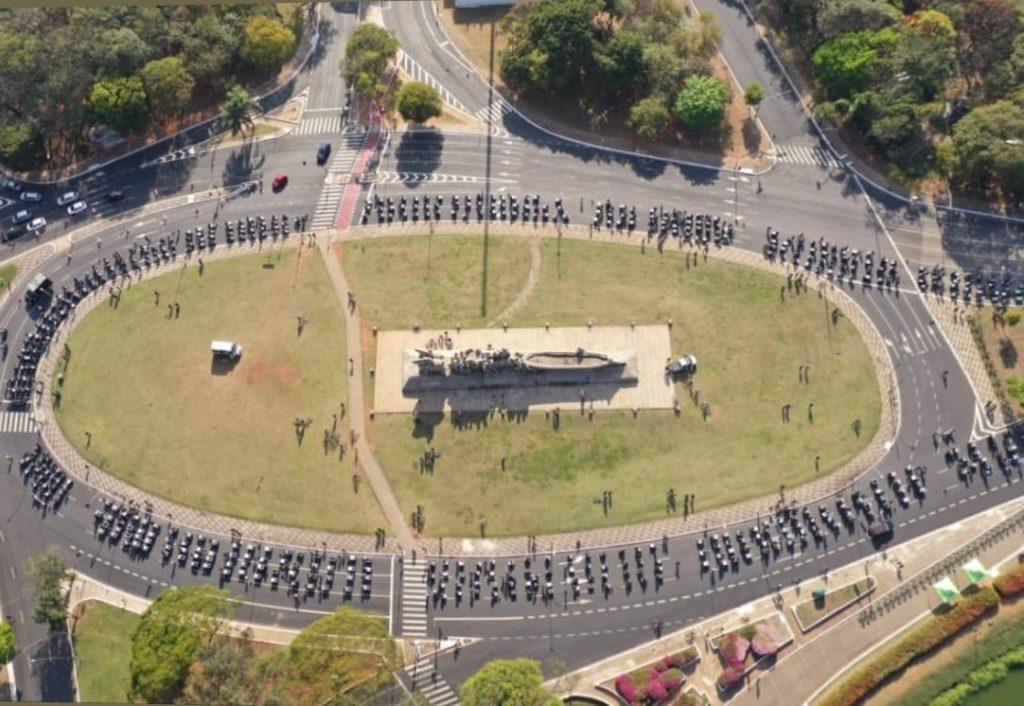 Passeata com cases O GRUPO NMAN E Multivision Locações Apoia esse Movimento